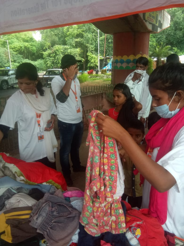 Clothes Donation Programme by Blessing Foundation in Agra (12)